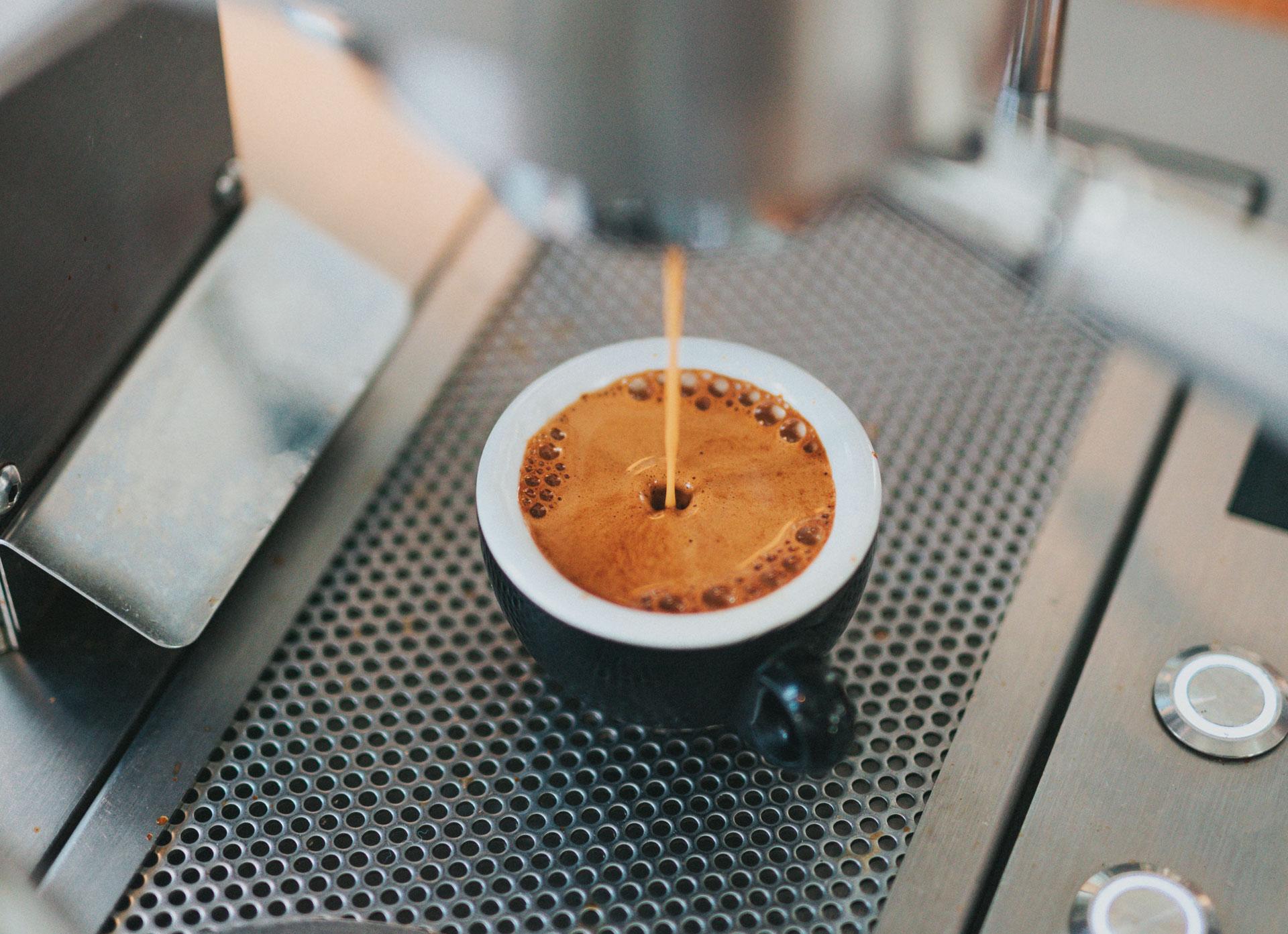 Чаша еспресо и ползи от пиенето на кафе